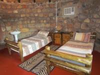 Mbuyu bedroom hem
